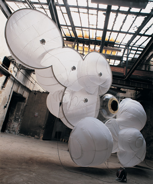 Revelation of a Chinese Lace - Courtain Fish. 2000/white cloth, electric fans, peespex, steel and epoxy.